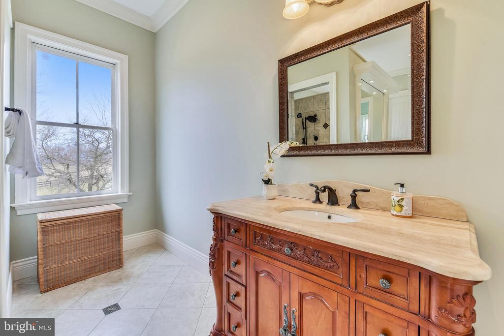Dual Vanities w/Natural Stone Counters - 15730 OLD WATERFORD RD, PAEONIAN SPRINGS