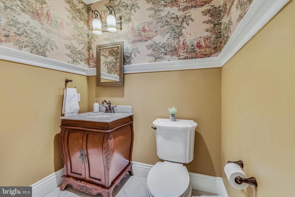 Main Level Powder Room - 15730 OLD WATERFORD RD, PAEONIAN SPRINGS
