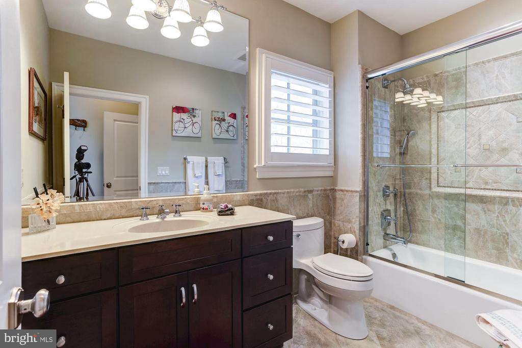 2nd Floor Guestroom #3 Full bathroom - 203 CAPE SAINT JOHN RD, ANNAPOLIS