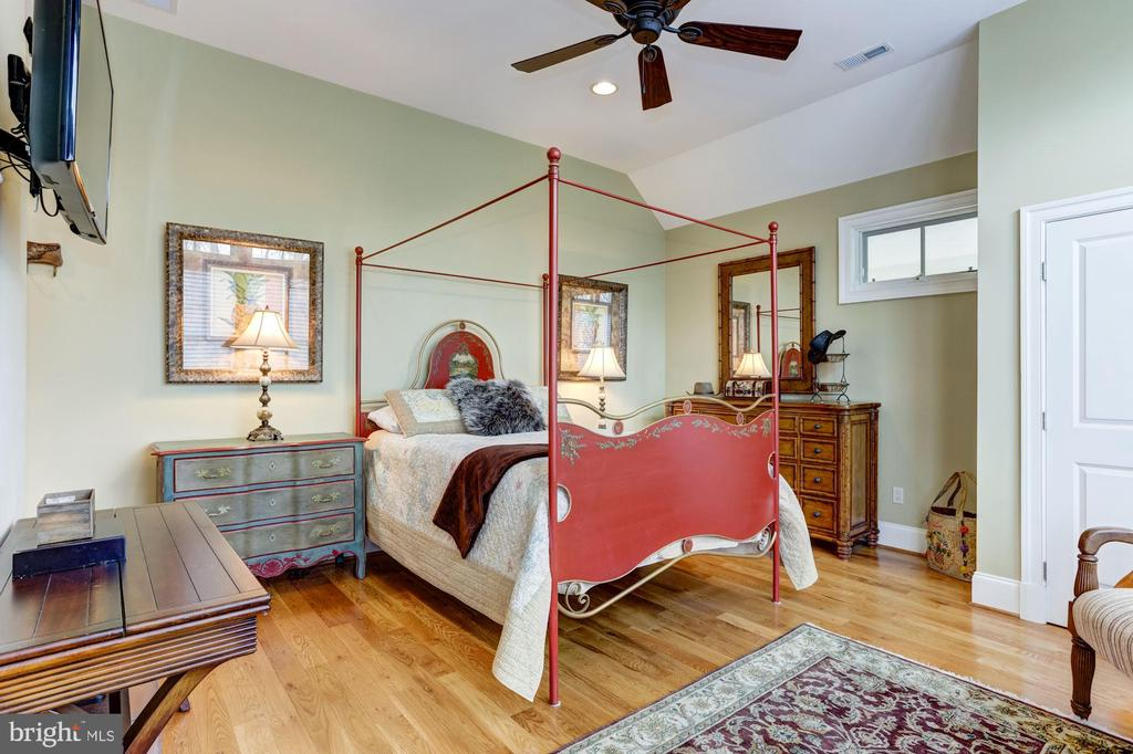 2nd Floor Guestroom #3 - 203 CAPE SAINT JOHN RD, ANNAPOLIS