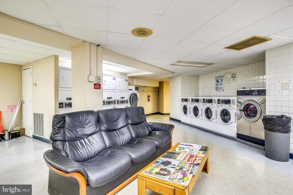 Room to relax while doing your laundry - 1801 CLYDESDALE PL NW #224, WASHINGTON