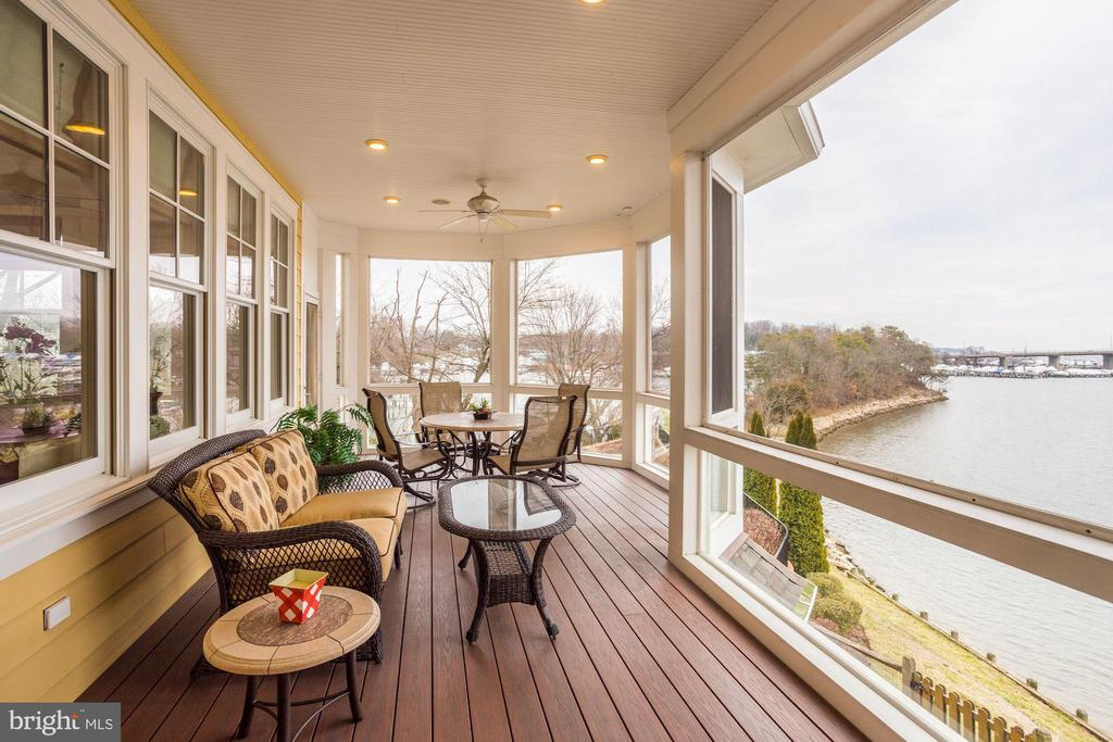 Screened in porch off the living room - 203 CAPE SAINT JOHN RD, ANNAPOLIS