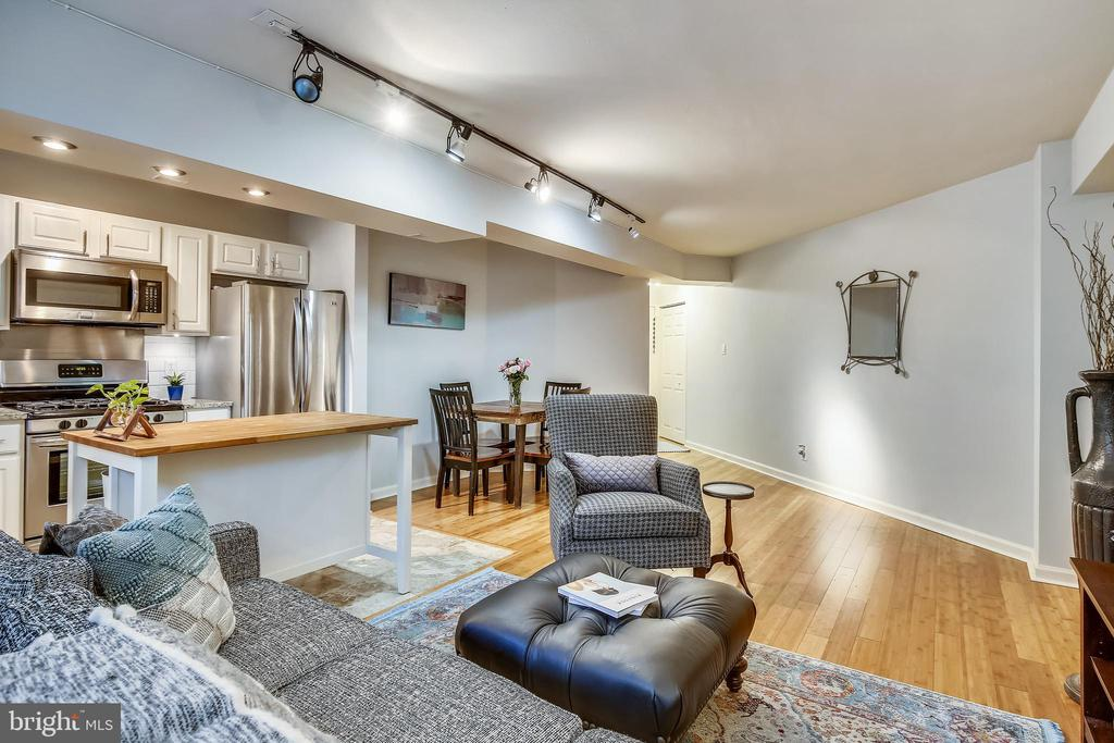 Full view of living/dining/kitchen area - 1801 CLYDESDALE PL NW #224, WASHINGTON