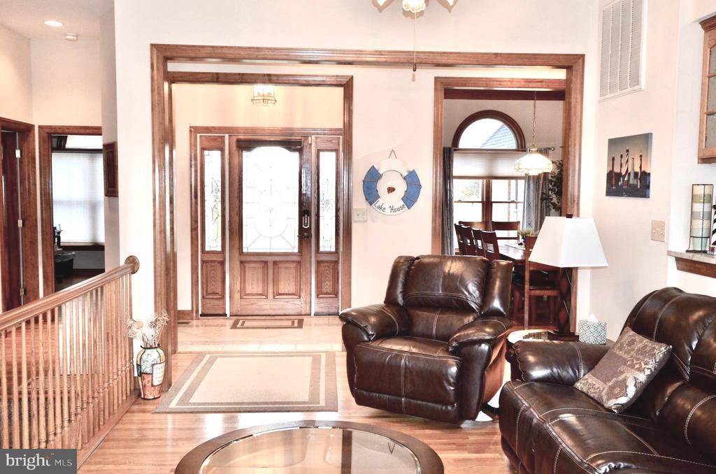 Hardwood Floors throughout living area. - 15805 BREAK WATER CT, MINERAL