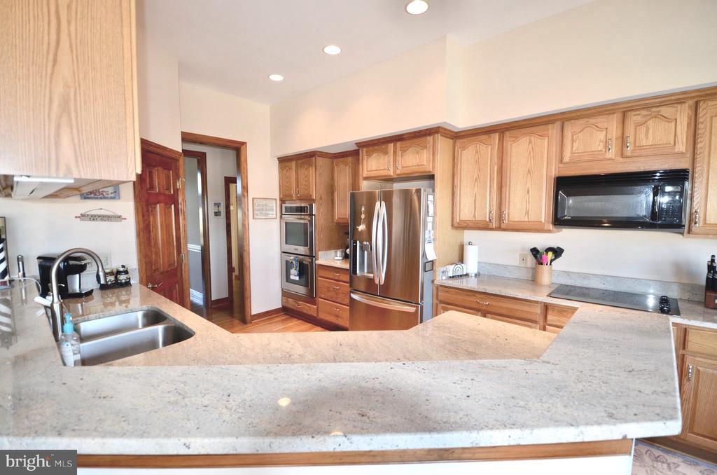 Gourmet Kitchen with Granite Countertops - 15805 BREAK WATER CT, MINERAL