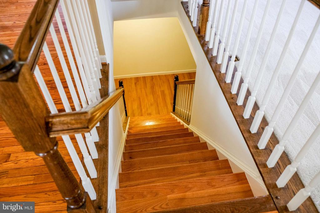 Stairs to the lower level - 47400 GALLION FOREST CT, STERLING