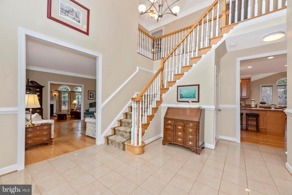 Grand 2-Story Foyer w/ Marble Flooring - 5221 MUIRFIELD DR, IJAMSVILLE
