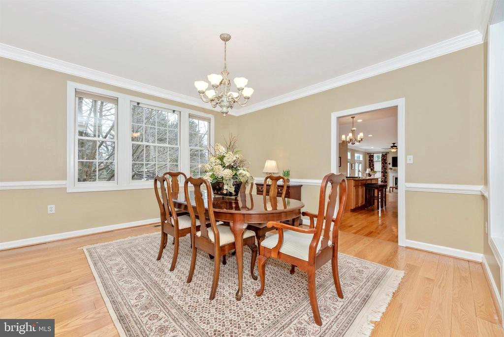 Perfect Size for a Big Thanksgiving Feast! - 5221 MUIRFIELD DR, IJAMSVILLE