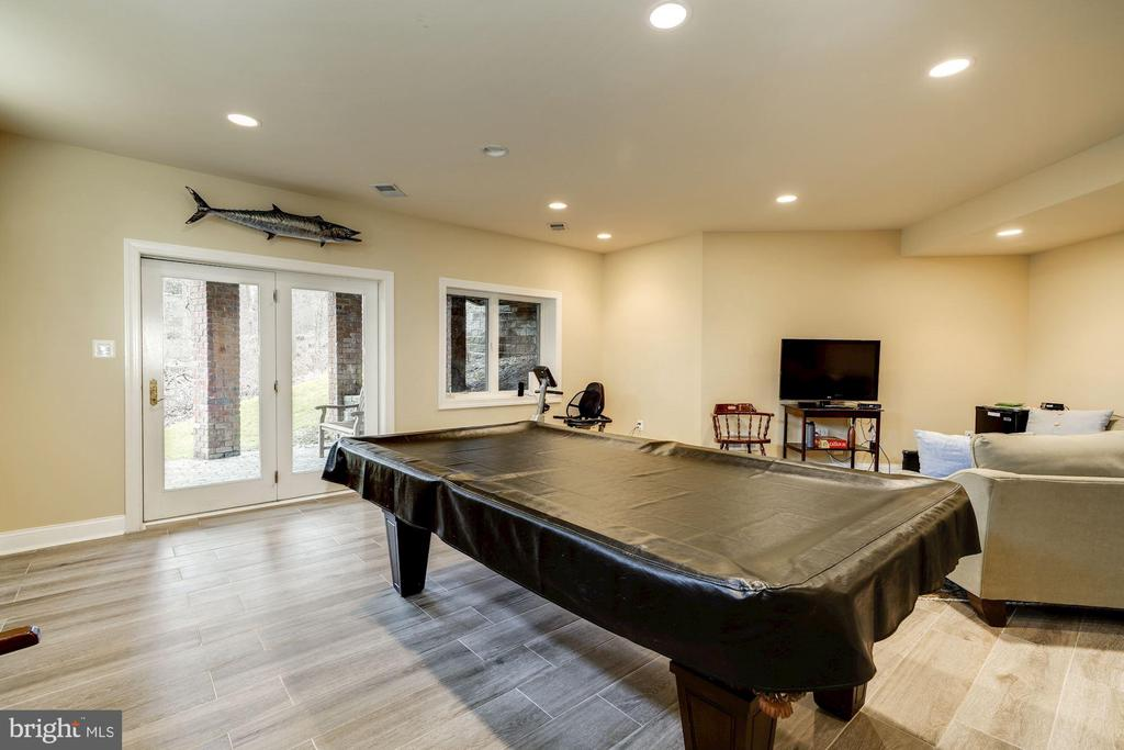 Perfect for gaming/hobbies - 3942 27TH RD N, ARLINGTON