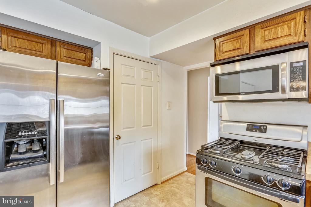 Stainless steel appliances - 4405 CLIFTON SPRING CT, OLNEY