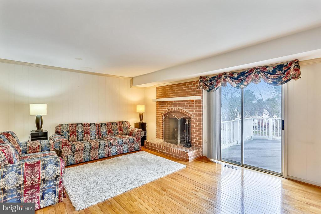 Family room with walk out sliding door - 4405 CLIFTON SPRING CT, OLNEY