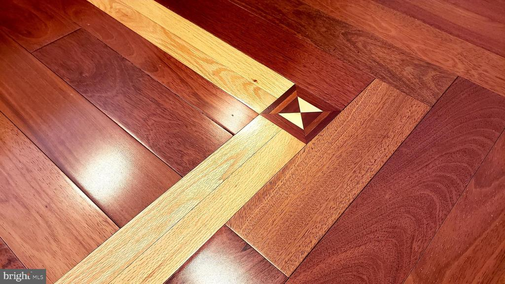 Brazilian Cherry Flooring with Inlaid Details - 5221 MUIRFIELD DR, IJAMSVILLE