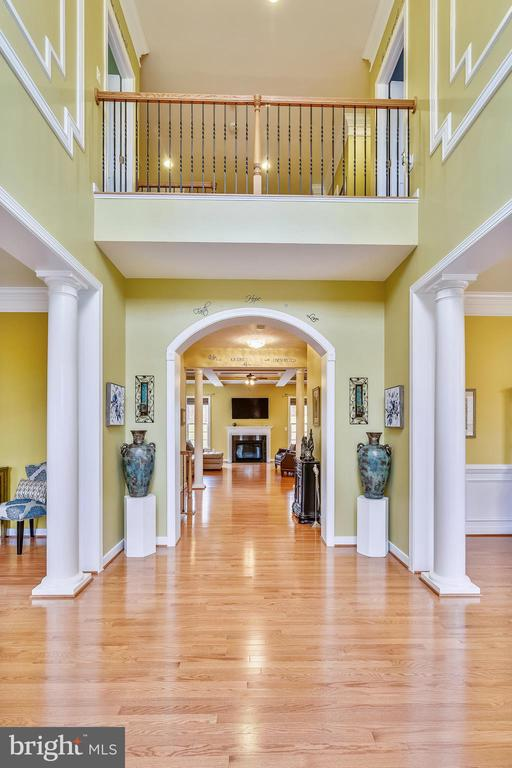 GRACIOUS WELCOMING FOYER - 8 SNAPDRAGON DR, STAFFORD