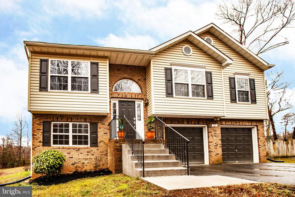Welcome home - 121 LONGVIEW DR, STAFFORD