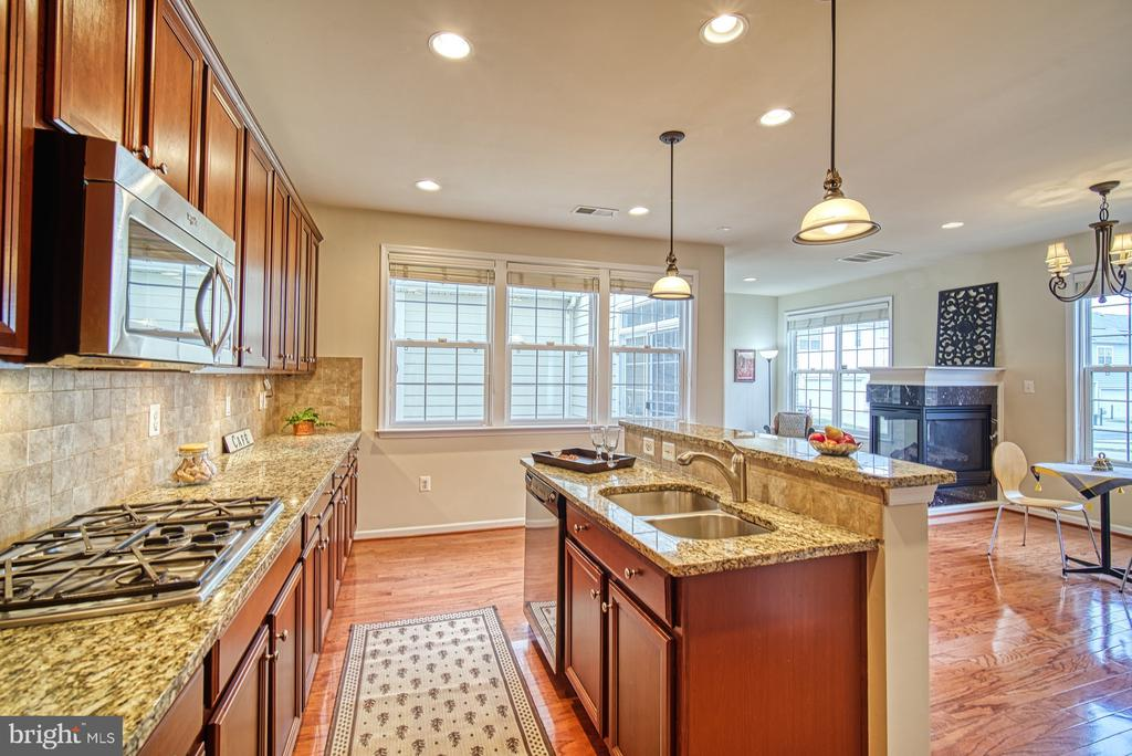 Stainless steel appliances - 19348 GARDNER VIEW SQ, LEESBURG