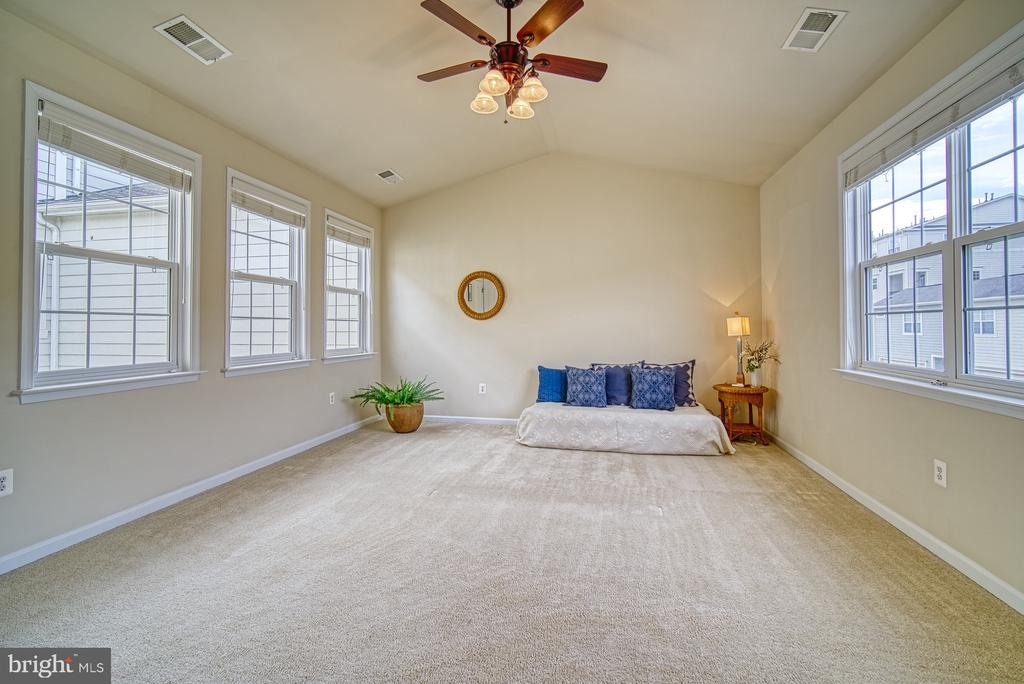 vaulted ceiling - 19348 GARDNER VIEW SQ, LEESBURG