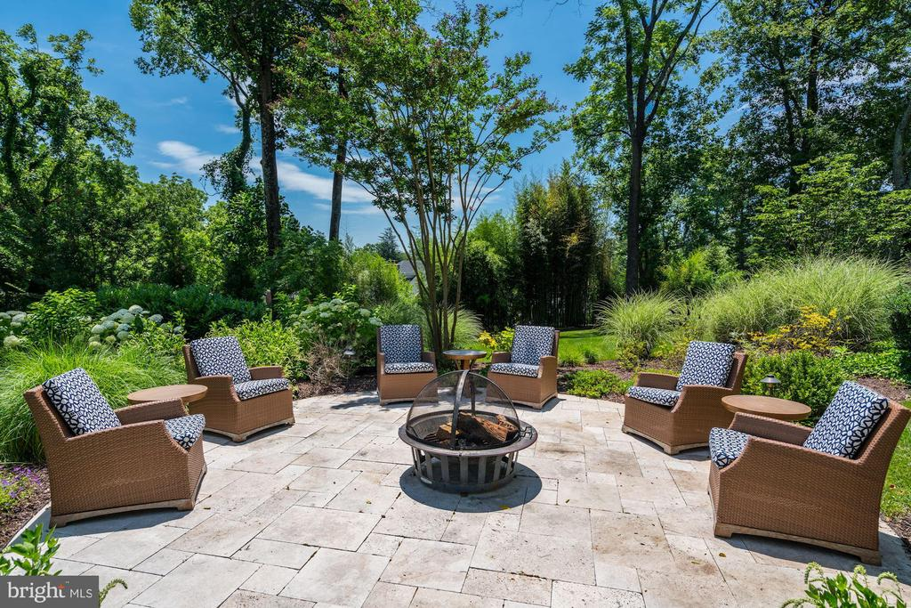 Fire Pit Patio - 8429 BROOK RD, MCLEAN