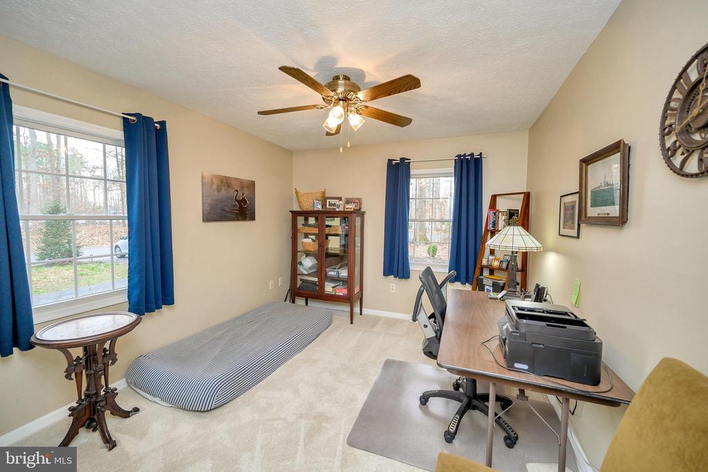Bedroom #3 offers plenty of light - 111 FAIRWAY DR, LOCUST GROVE