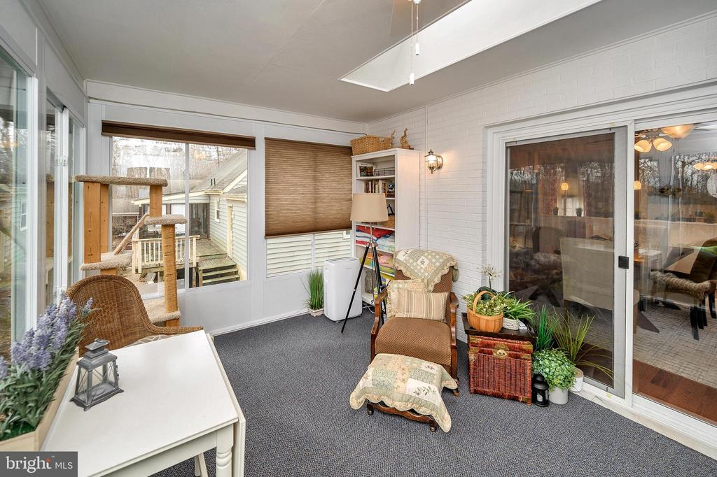 Dining area opens to serene sunroom - 111 FAIRWAY DR, LOCUST GROVE