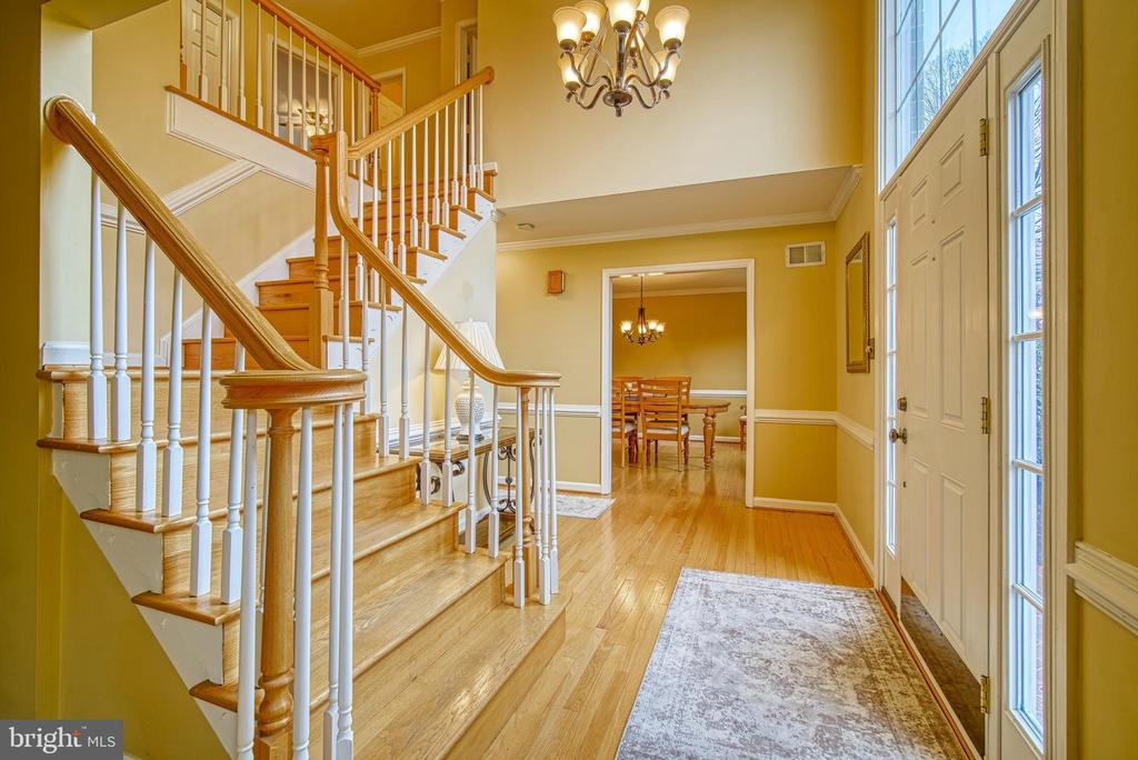 Two-story foyer - 12204 KNIGHTSBRIDGE DR, WOODBRIDGE