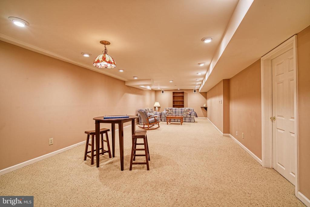 Large finished basement - 12204 KNIGHTSBRIDGE DR, WOODBRIDGE
