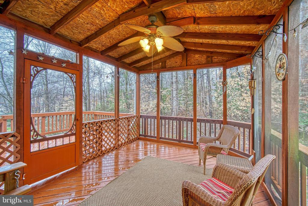 Screened porch - 12204 KNIGHTSBRIDGE DR, WOODBRIDGE