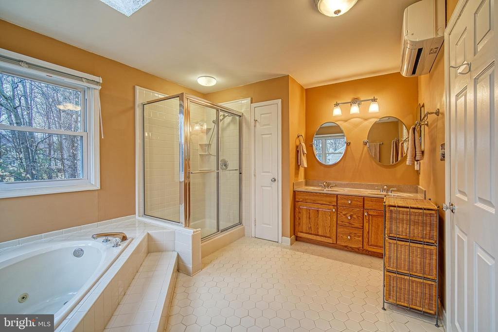 Four piece ensuite - 12204 KNIGHTSBRIDGE DR, WOODBRIDGE