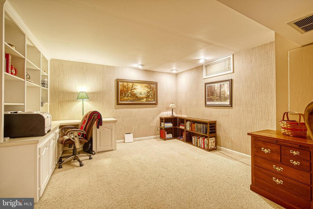 Office area - 12204 KNIGHTSBRIDGE DR, WOODBRIDGE