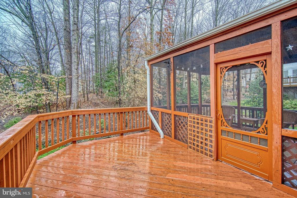 Two level deck - 12204 KNIGHTSBRIDGE DR, WOODBRIDGE