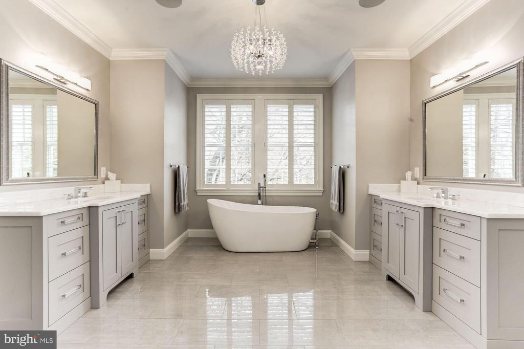 Master Bathroom - 4205 GLENROSE ST, KENSINGTON