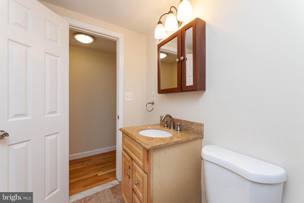 Bath - 314 V ST NE #B3, WASHINGTON
