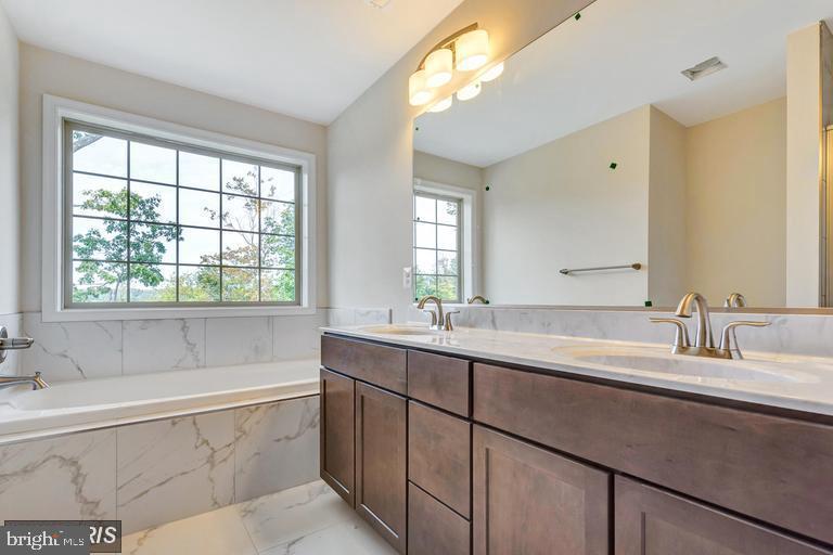 Master Bath with dual vanities - 6722 HEMLOCK POINT RD, NEW MARKET