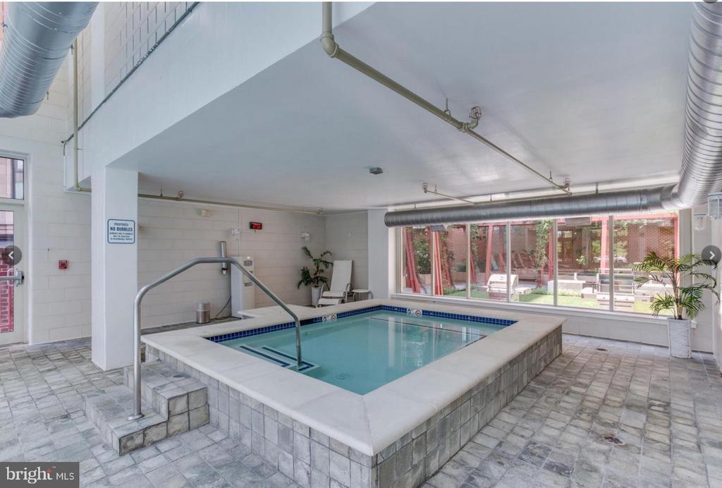 Jacuzzi Sauna - 1000 NEW JERSEY AVE SE #606, WASHINGTON