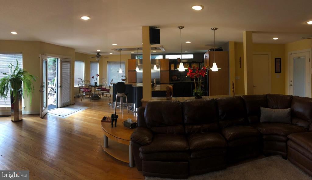 Some panoramic pictures to try to fit it all in. - 6809 CALVERTON DR, HYATTSVILLE