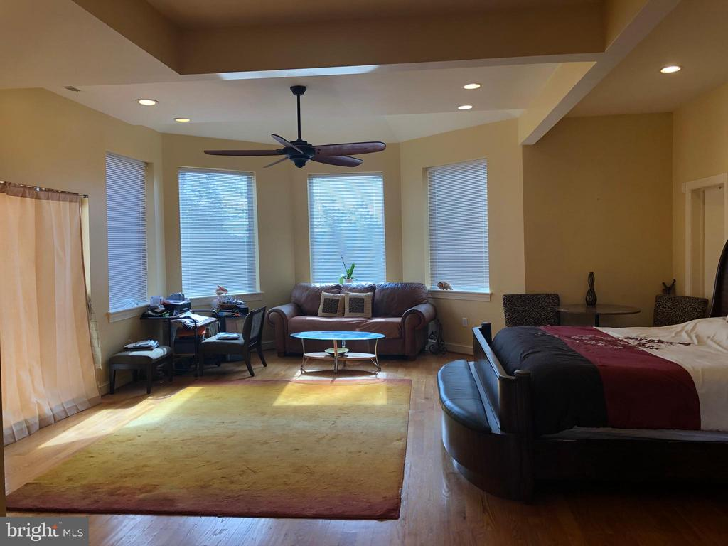 Upstairs Master suite is HUGE! - 6809 CALVERTON DR, HYATTSVILLE