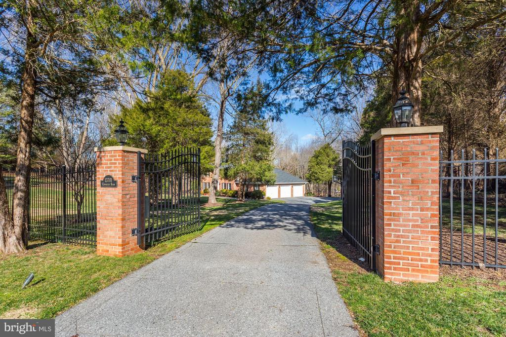 Fenced property with electric gate - 13701 ESWORTHY RD, GERMANTOWN