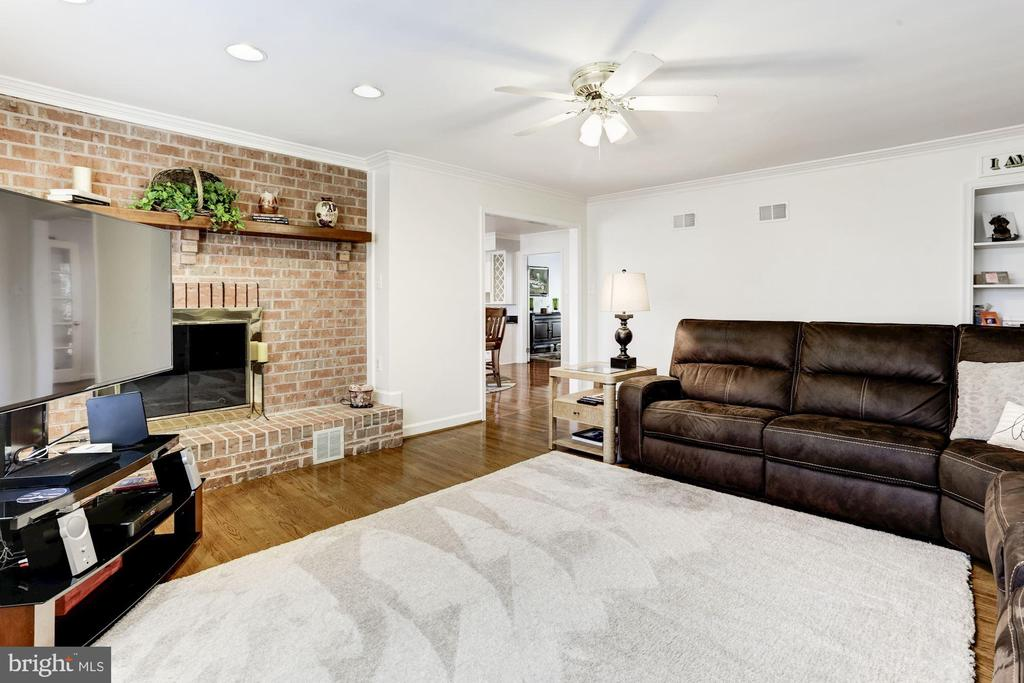 Family room - 13701 ESWORTHY RD, GERMANTOWN