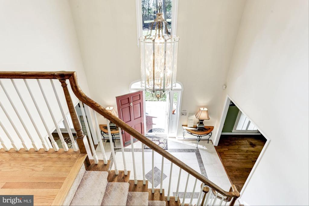 2 story entrance foyer - 13701 ESWORTHY RD, GERMANTOWN