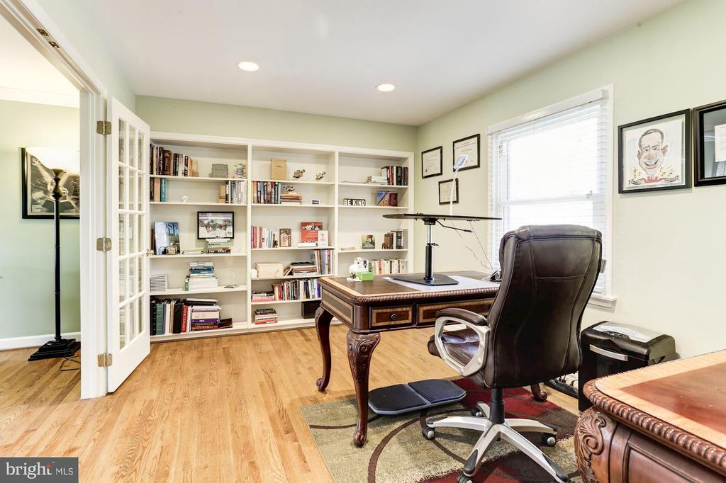 Den / Office adjancent living and family room - 13701 ESWORTHY RD, GERMANTOWN