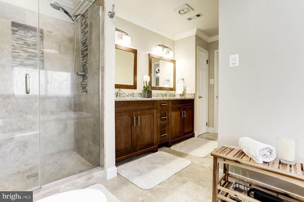 Renovated master bathroom - 13701 ESWORTHY RD, GERMANTOWN
