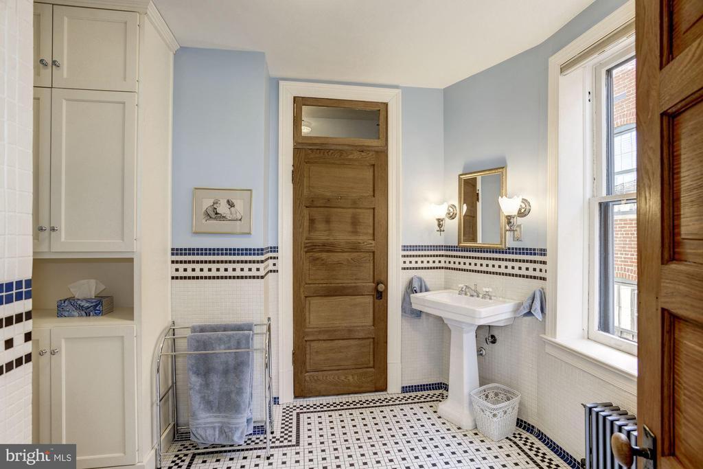 Master bath with a huge walk-in closet beyond. - 226 8TH ST SE, WASHINGTON