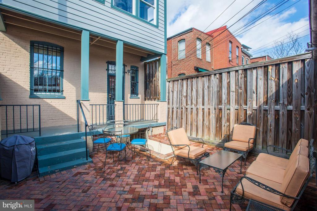 Outdoor space to enjoy extended seasons. - 226 8TH ST SE, WASHINGTON