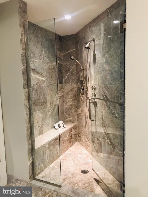 Owners Bathroom Shower - 1881 N NASH ST #1503, ARLINGTON
