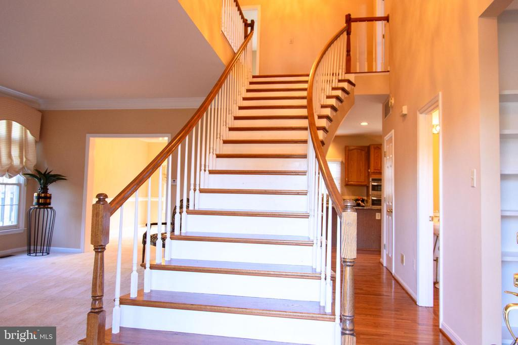 Dramatic entrance  staircase - 47400 GALLION FOREST CT, STERLING