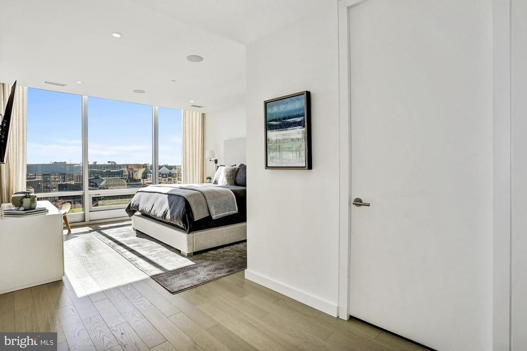 Master Bedroom with Walk in Closet - 1111 24TH ST NW #PH105, WASHINGTON
