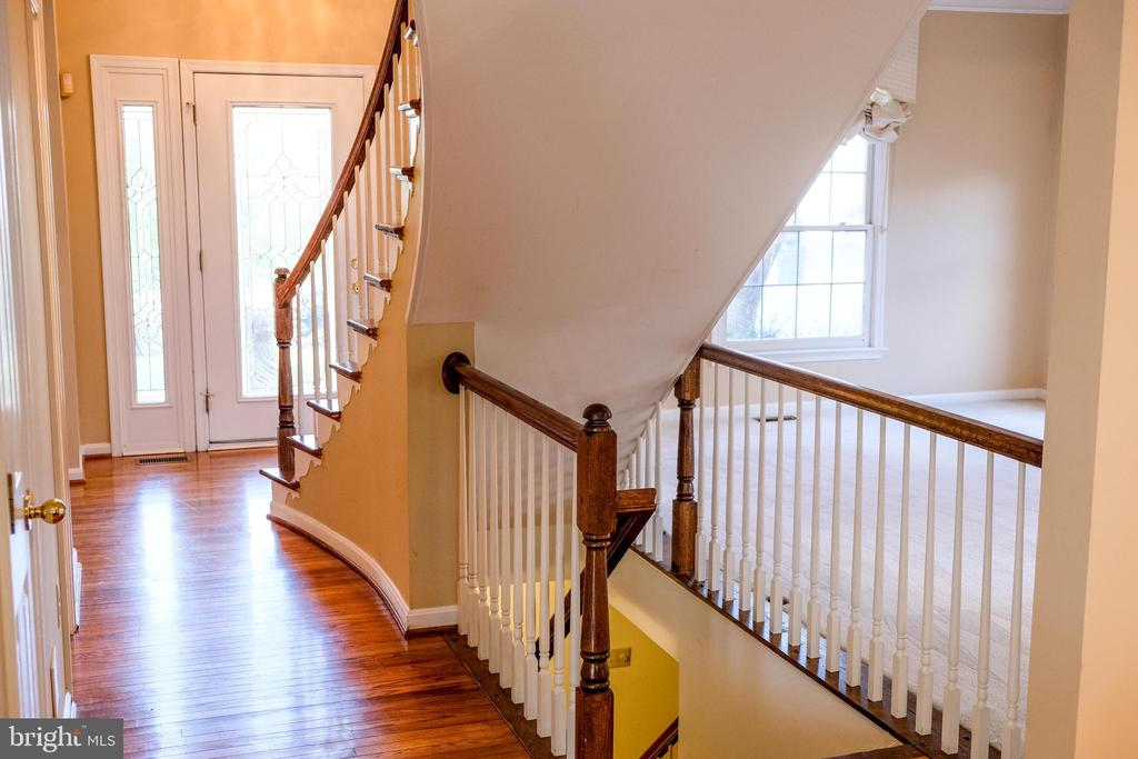 Open staircase to the lower level - 47400 GALLION FOREST CT, STERLING