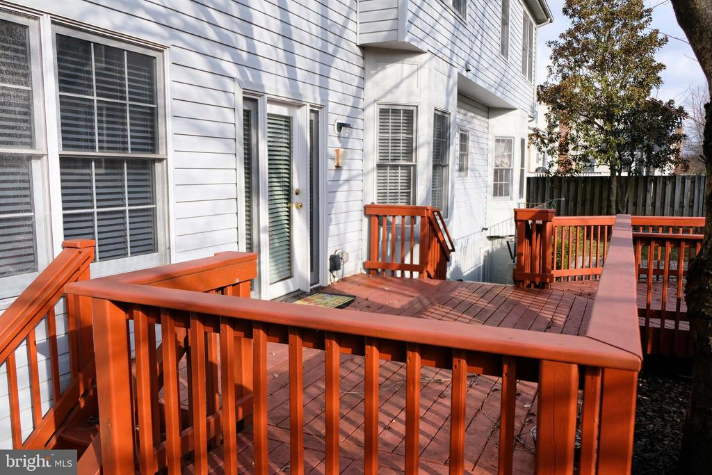Doubled layer deck - 47400 GALLION FOREST CT, STERLING