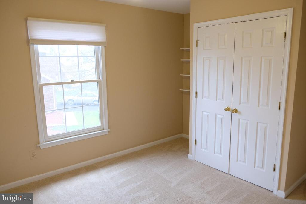 First bedroom - 47400 GALLION FOREST CT, STERLING