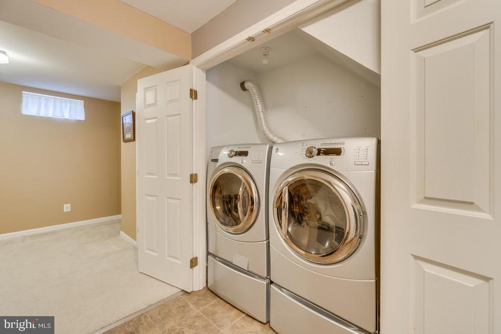 Front Load Washer and Dryer - 2573 SYLVAN MOOR LN, WOODBRIDGE