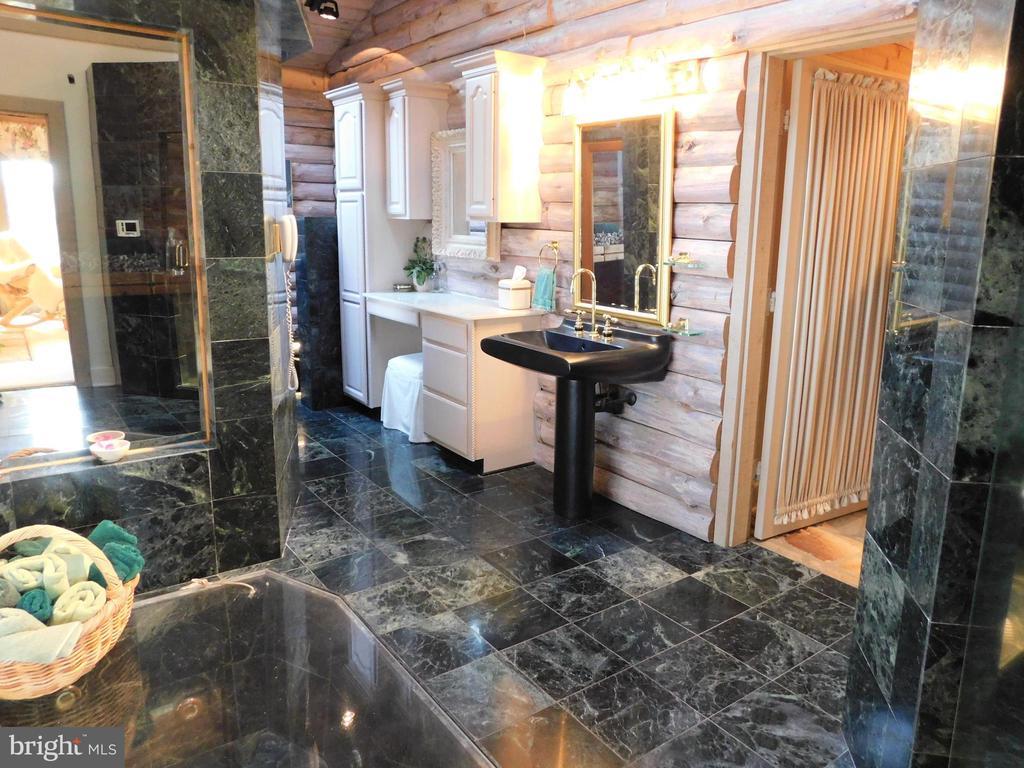 Master Bedroom Spa Bathroom - all marble - 11713 WAYNE LN, BUMPASS